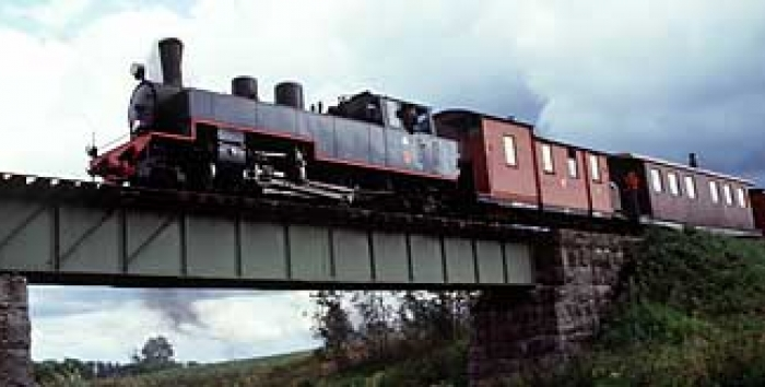 JR 4 steam locomotive on Jänhijoki bridge